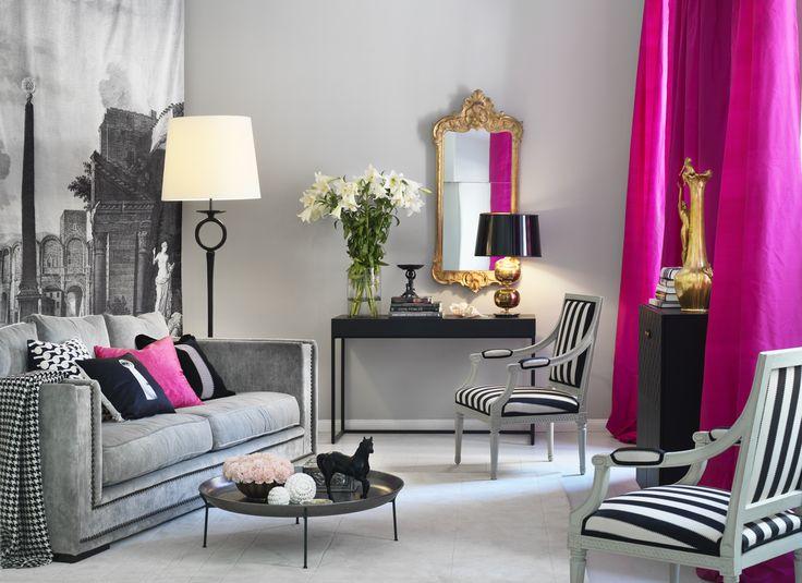 štýlová moderná obývačka v šedých a čiernobielych farbách doplnená výraznými ružovými doplnkami