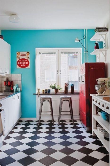 originálna farebná kuchyňa v retro štýle