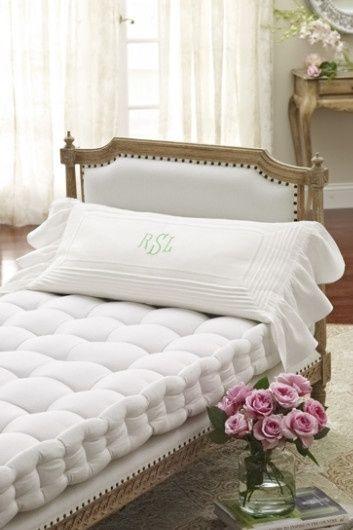 matrac na posteli