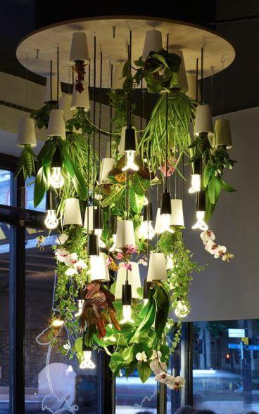 lampa z umelých rastlín