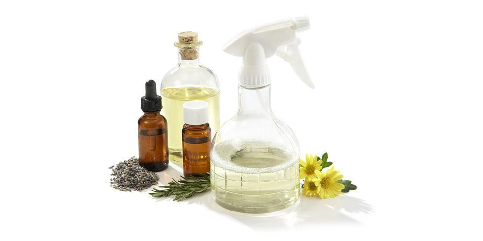 čistící prostředek vyrobený z olejíčku a přírodních surovin