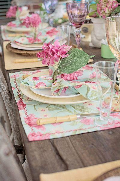 jemné pastelové farby a kvetinový vzor sú jednoducho roztomilé