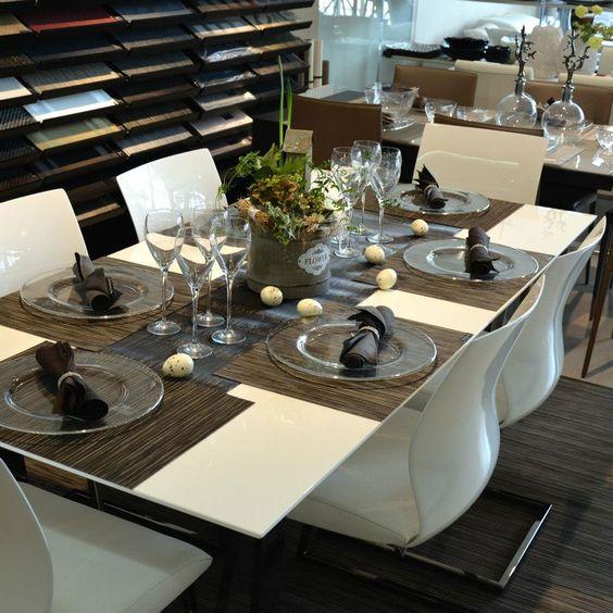 veľmi elegantné a moderné veľkonočné stolovanie