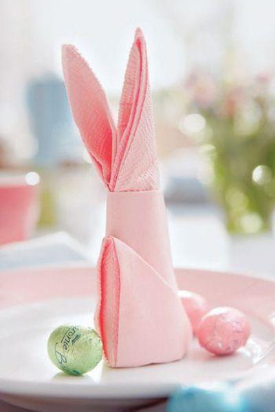 zajačik zo servítky je rozkošná dekorácia na stole