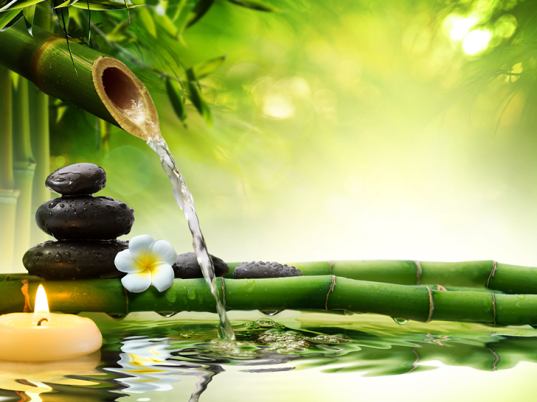 bambus, sviečky, kamene a voda