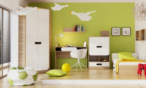 detská izba s príjemnými hnedými podlahami kombinovaná s výraznými zelenými stenami