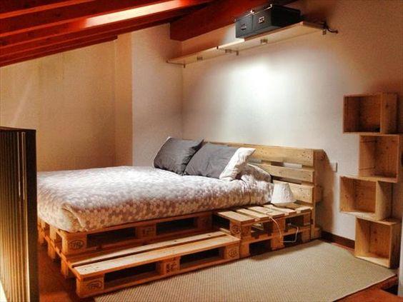 manželská posteľ z drevených paliet