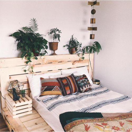štýlovú posteľ si zvládnete vyrobiť sami
