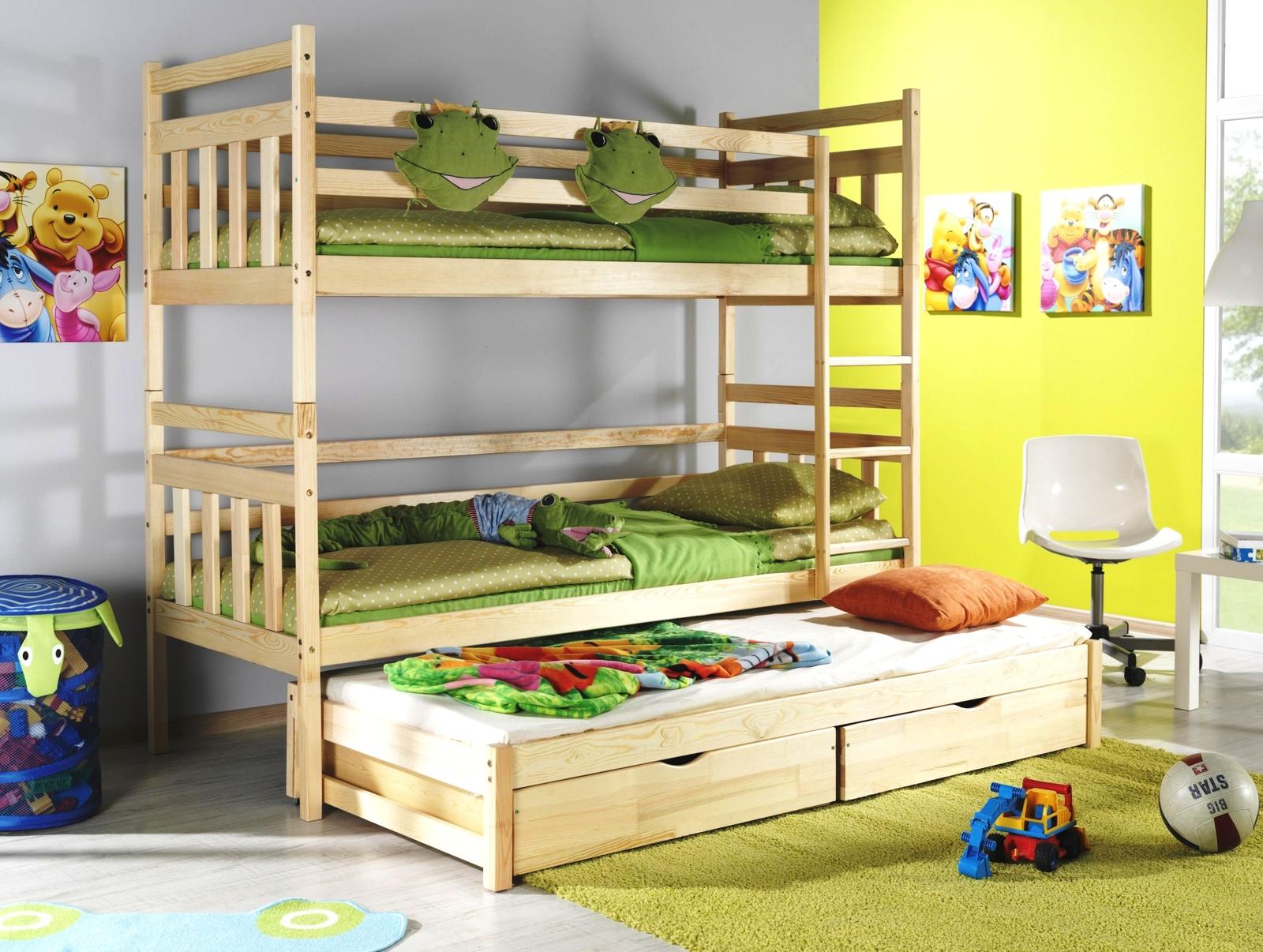 кровати в три яруса фото прямого покроя