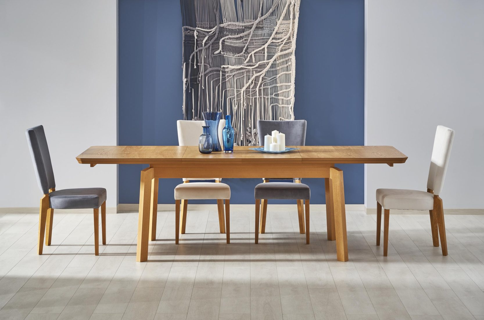Jedálenský stôl Rois (pre 6 až 8 osôb)